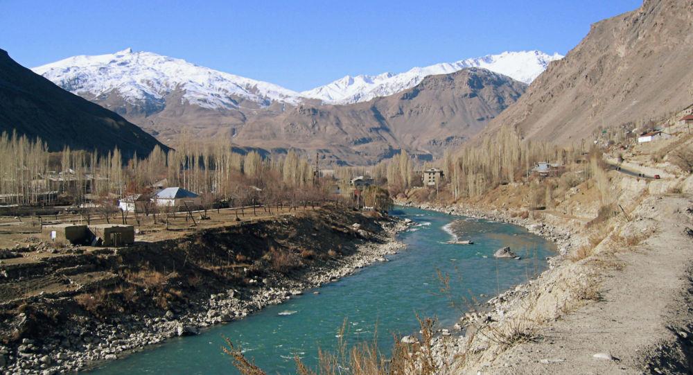 Rzeka Piandż na granicy Tadżykistanu i Afganistanu, góry Pamira