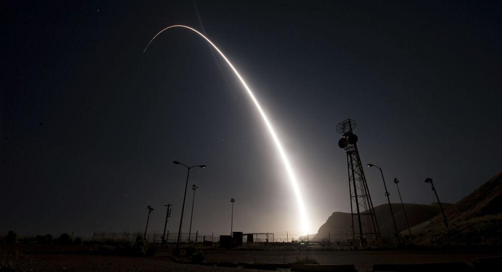 Start międzykontynentalnej rakiety balistycznej Minuteman 3 w bazie wojskowej Vandenberg w USA