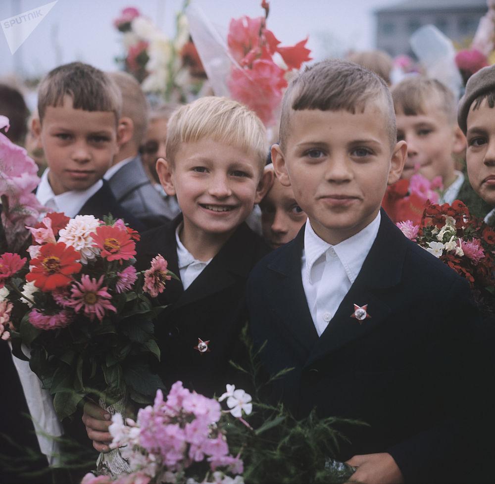 Uczniowie szkoły nr. 7  w Pskowie, 1973 rok.