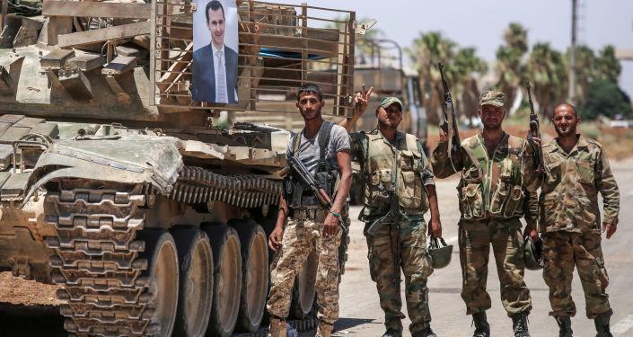Wojska rządowe obok portretu prezydenta Syrii Baszara al-Asada
