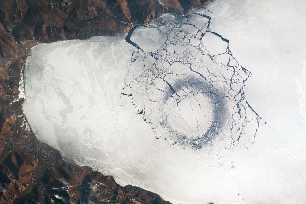 Widok na Bajkał z kosmosu