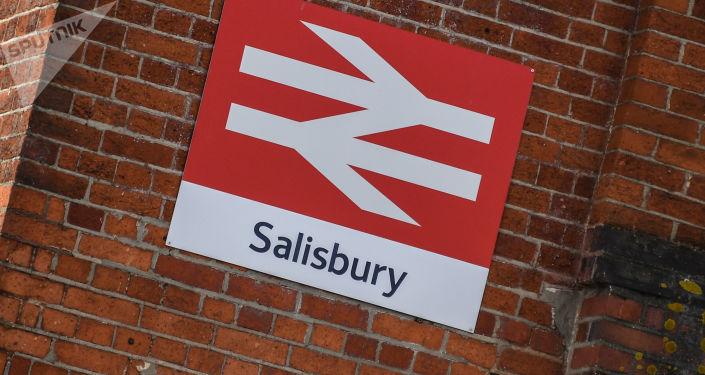 Tabliczka miasta Salisbury w Wielkiej Brytanii, gdzie Siergiej Skripal i jego córka zostali otruci