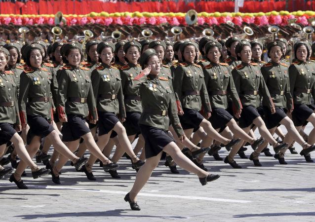 Parada z okazji 70. rocznicy utworzenia KRLD w Pjongjangu