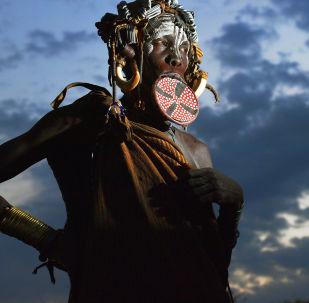 Kobieta z plemienia Mursi
