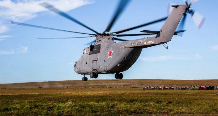 Rosyjski helikopter woskowy podczas manewrów Wostok 2018.