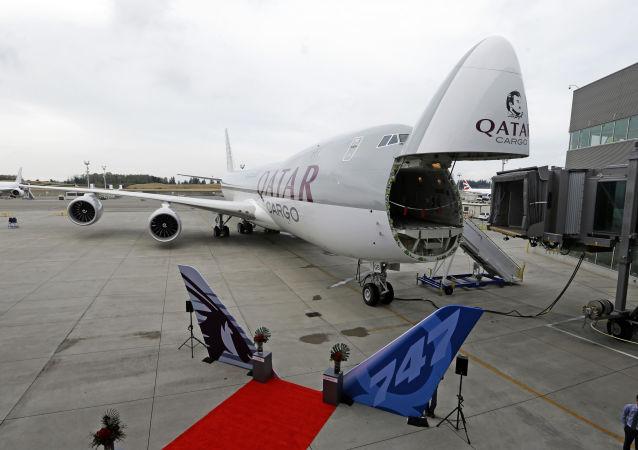 Samolot Boeing 747-8 katarskiej linii lotniczej