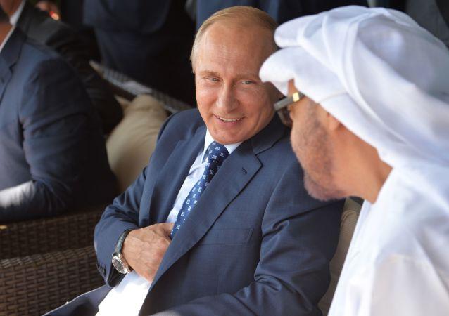 Prezydent Rosji Władimir Putin z gośćmi na MAKS-2015