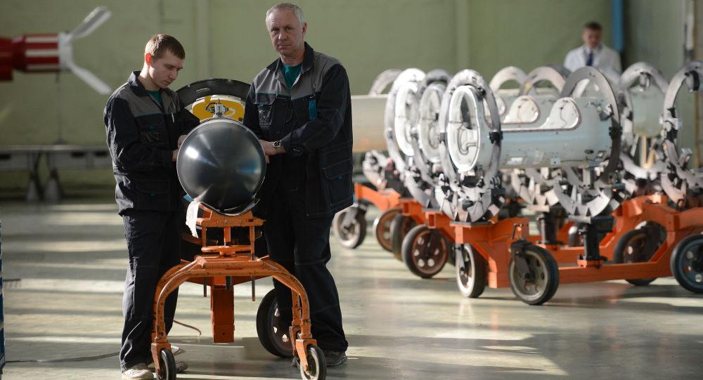Pracownicy korporacji Taktyczna Broń Rakietowa w Korolowie pod Moskwą