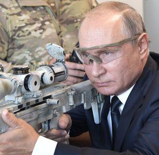 Władimir Putin wypróbował najnowszy karabin snajperski