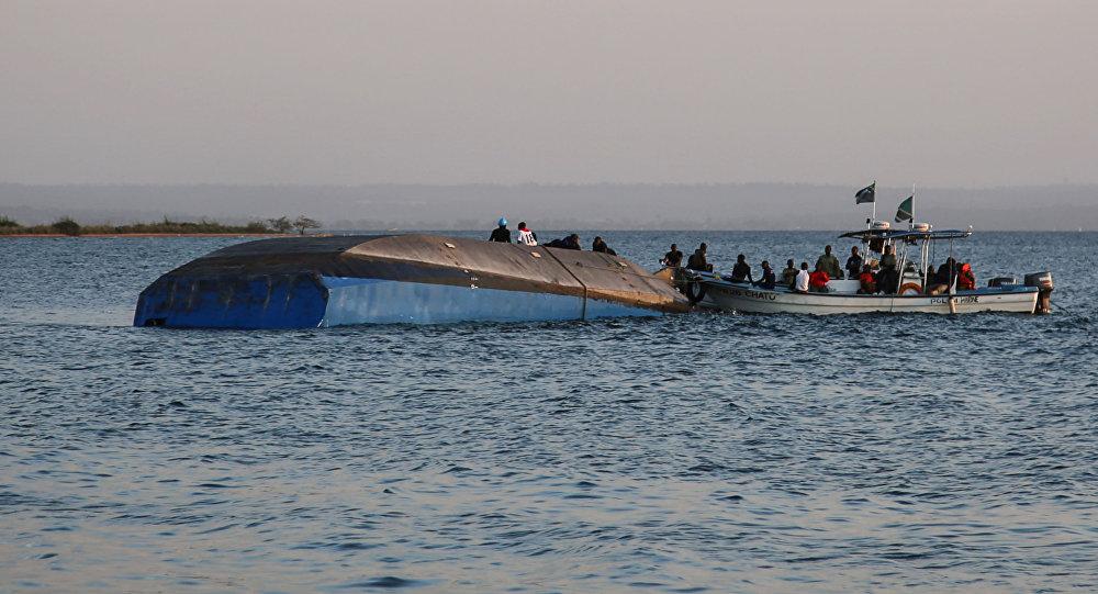 Zatonięcie promu na Jeziorze Wiktorii w Tanzanii