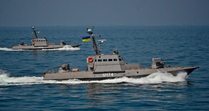 Kutry opancerzone Berdiańsk i Akkerman projektu 58150 Giurza podczas testów w otwartym morzu.