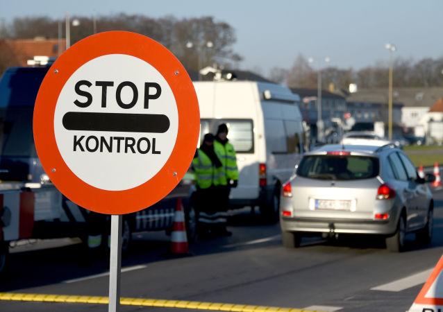 Kontrola graniczna na granicy między Danią i Niemcami. Zdjęcie archiwalne