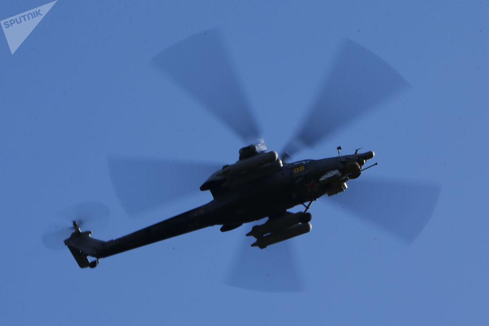 Helikopter Ka-52 na manewrach wojskowych w obwodzie kostromskim
