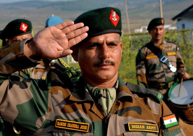 Manewry Indra 2016, indyjski żołnierz