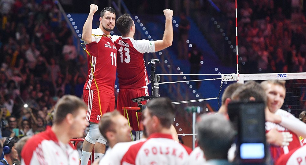 Fabian Drzyzga i Michał Kubiak po wygranym finałowym meczu MŚ w siatkówce 2018