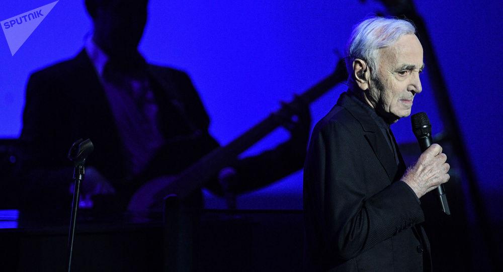 Francuski piosenkarz, pisarz i aktor Charles Aznavour