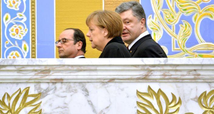 Prezydent Francji François Hollande, kanclerz Niemiec Angela Merkel i prezydent Ukrainy Petro Poroszenko w Mińsku