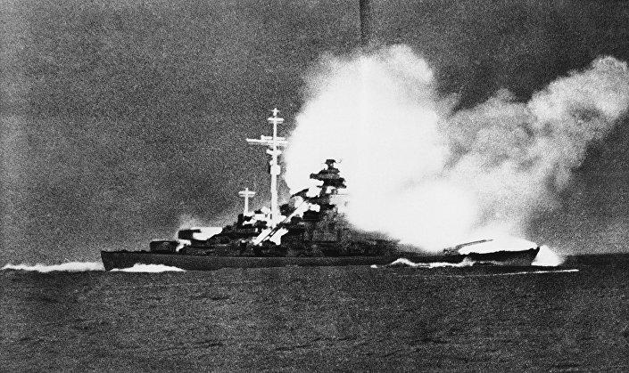 "Niemiecki pancernik ""Bismarck"""