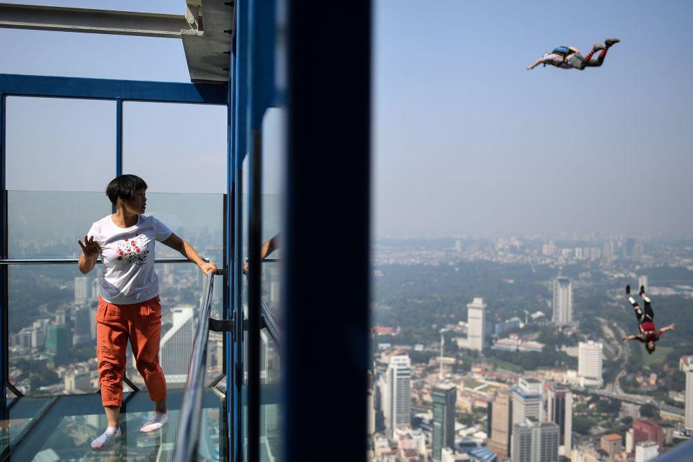 BASE jumping w Kuala Lumpur
