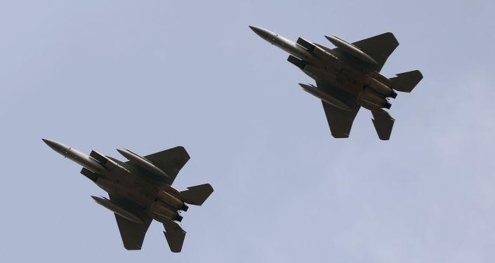 Dwa amerykańskie myśliwce F-15C Eagles