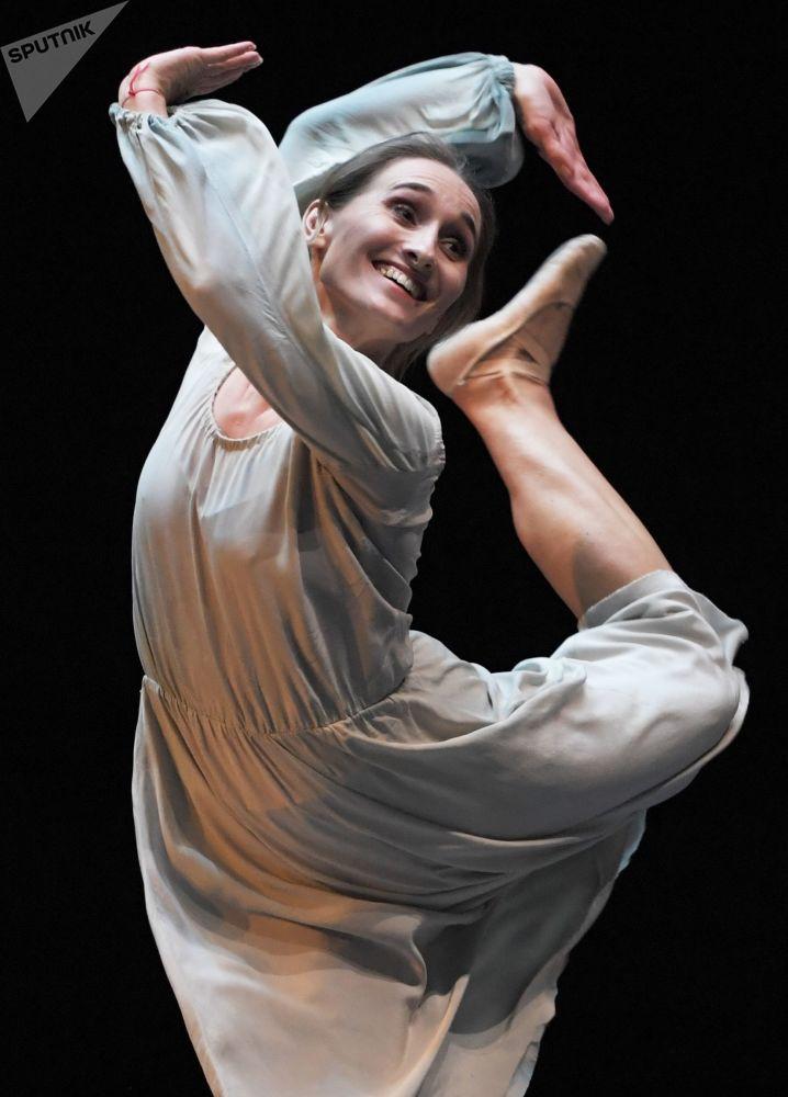 """Solistka Teatru Wielkiego podczas spektaklu """"Romans"""""""
