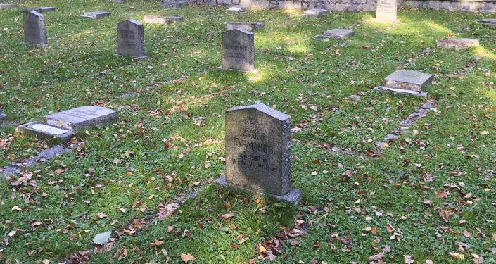 Cmentarz radzieckich żołnierzy zbezczeszczony w Jeleniej Górze