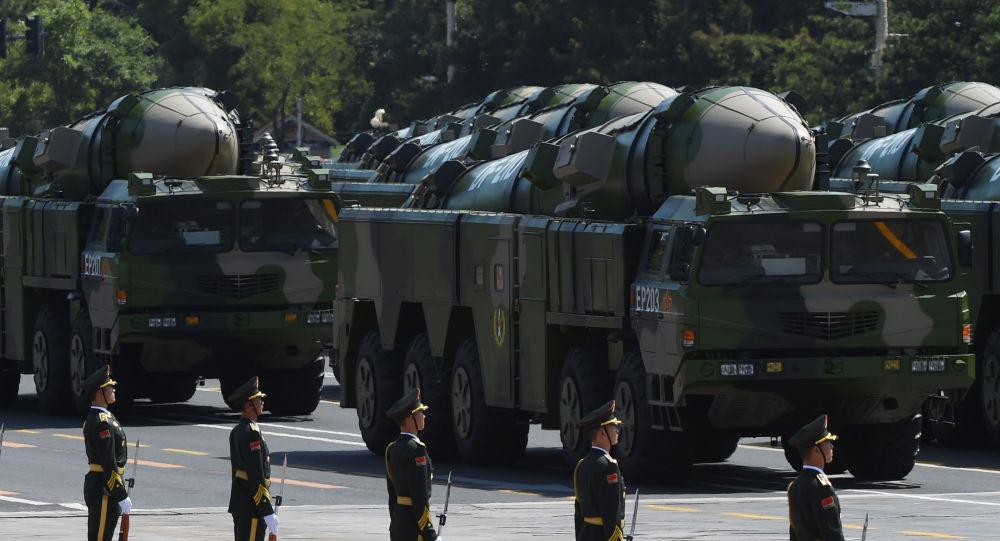 Pociski balistyczne DF-21D podczas parady wojskowej w Pekinie
