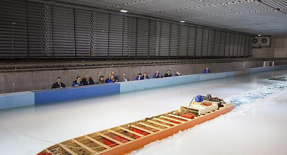 Testy modelowe lodołamacza Lider