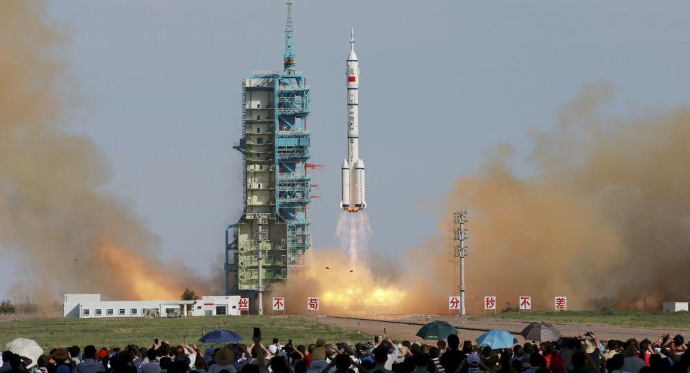 Start chińskiego pilotowanego statku kosmicznego Shenzhou X