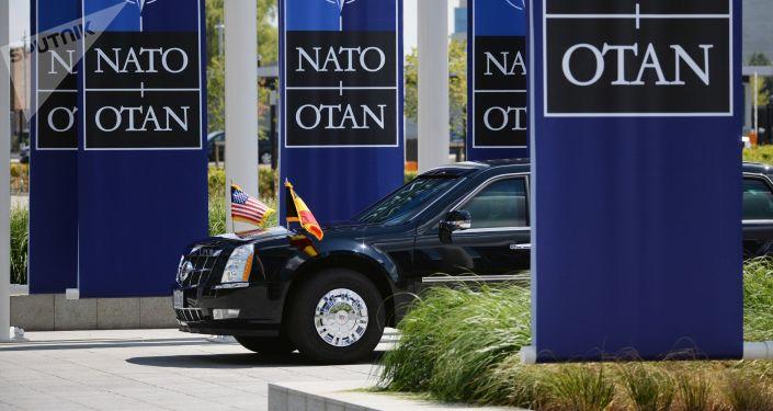 Samochód prezydenta USA Donalda Trumpa na szczycie szefów państw i szefów rządów państw członkowskich NATO przy kwaterze głównej NATO w Brukseli