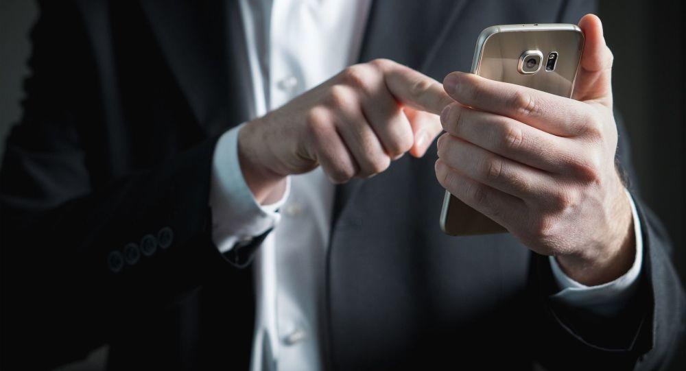 Człowiek z smartfonem