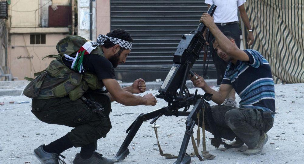 Syryjscy bojownicy z automatycznym granatnikiem AGS-17 w Aleppo
