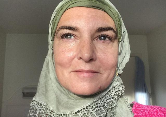 Shuhada' Davitt (Sinead O'Connor)