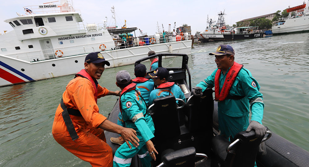 Ekipy ratunkowe w miejscu katastrofy samolotu linii Lion Air