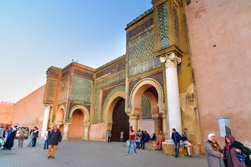 Gate Bab Mansour w mieście Meknes, w północnym Maroku