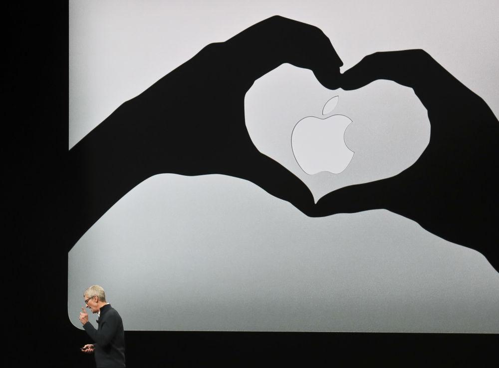 Dyrektor generalny Apple Tim Cook podczas prezentacji nowych produktów firmy