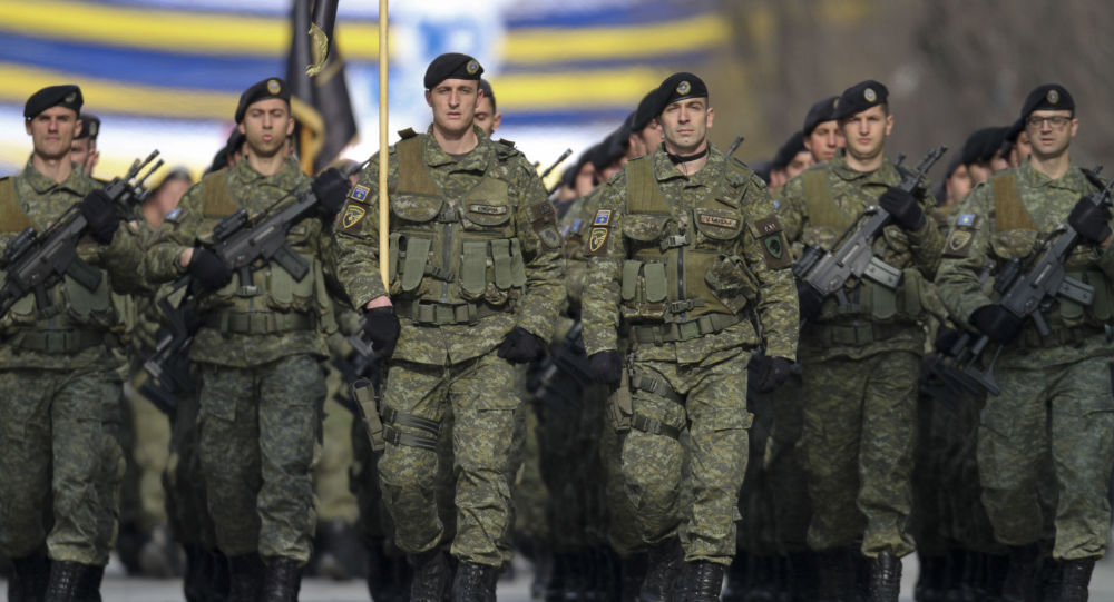 Kosowskie Siły Bezpieczeństwa na defiladzie poświęconej 10. rocznicy niezależności Kosowa w Prisztinie