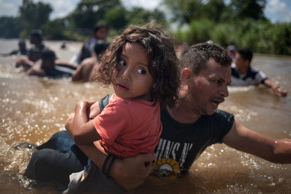 """""""Karawana migrantów z Hondurasu zbliża się do USA"""