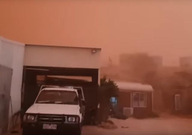 Australia: Chmura czerwonego pyłu pochłonęła miasteczko