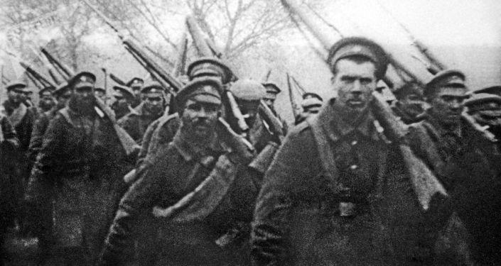 Żołnierze carskiej armii udają się front I wojny światowej