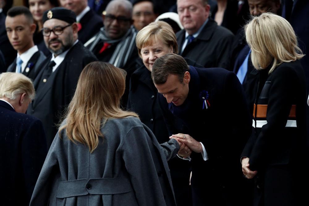 Prezydent Francji Emmanuel Macron i pierwsza dama USA Melania Trump na uroczystościach pod Łukiem Triumfalnym w Paryżu z okazji 100. rocznicy zakończenia I wojny światowej