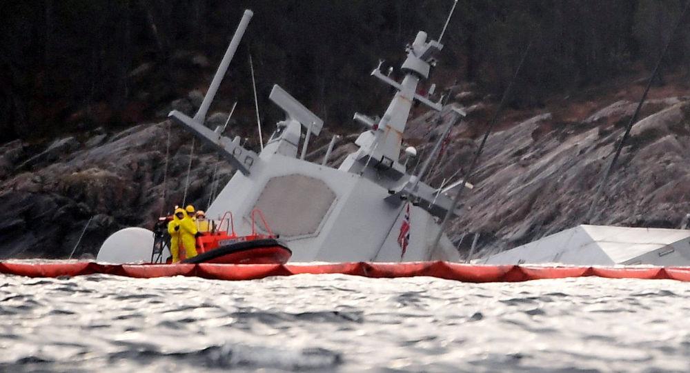 """Fregata """"Helge Ingstad"""" po zderzeniu z tankowcem u wybrzeży Norwegii"""