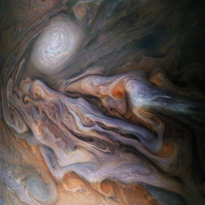 Chmury Jowisza o złożonym kształcie