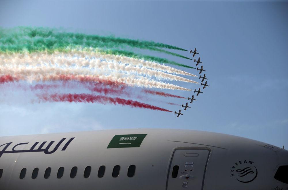 Zespół akrobacyjny Włoskich Sił Powietrznych Frecce Tricolori na Międzynarodowym Pokazie Lotniczym w Bahrajnie