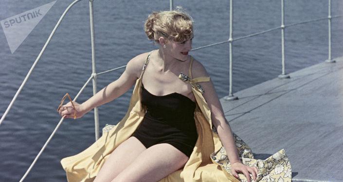Strój kąpielowy z 1956 roku