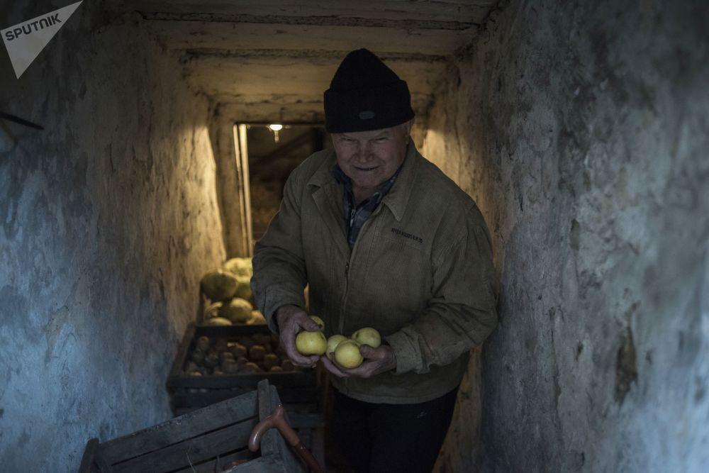 Mieszkaniec wioski Sachanka pod Donieckem
