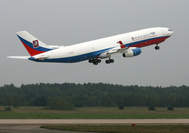 Samolot Ił-96-400
