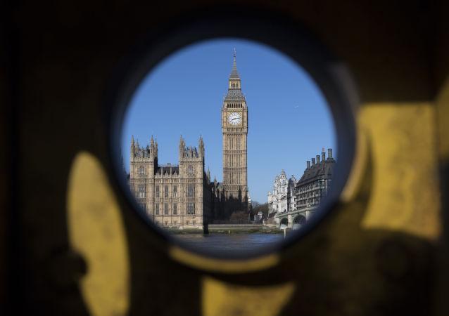Widok z przeciwległego brzegu Tamizy na Pałac Westminsterski