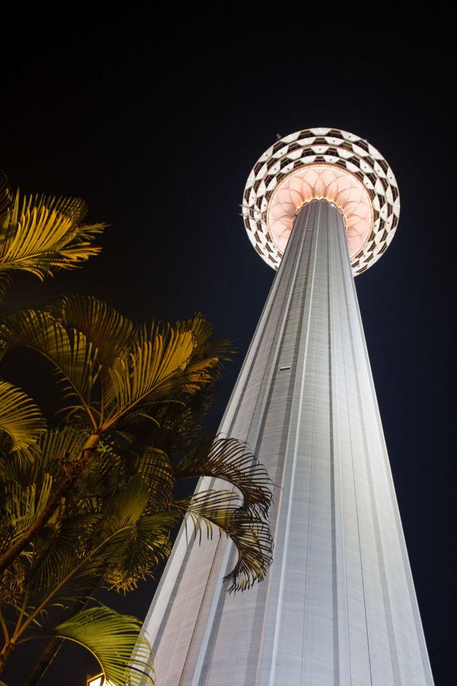Wieża telewizyjna KL Tower w Kuala Lumpur
