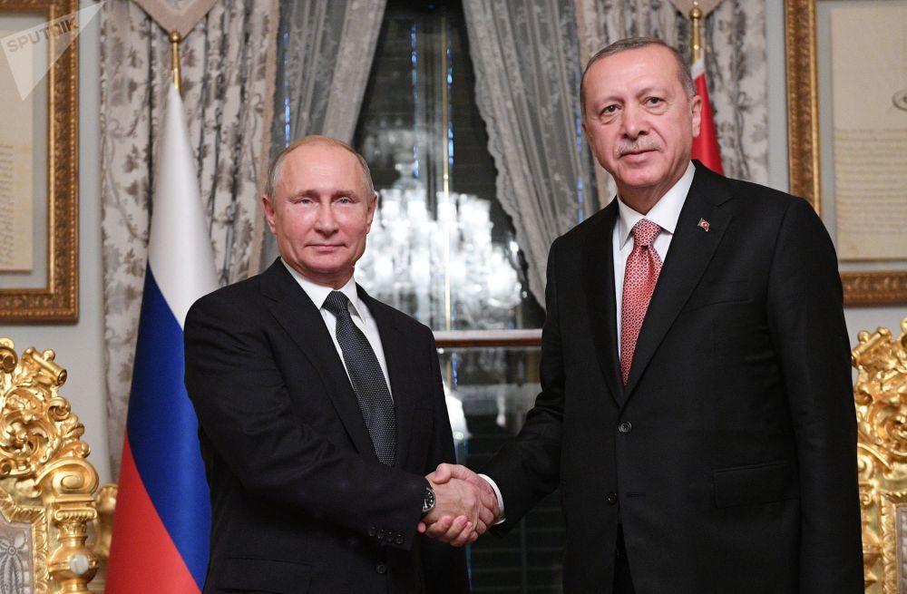 Prezydent Rosji Władimir Putin i prezydent Turcji Recep Tayyip Erdoğan podczas spotkania w Stambule